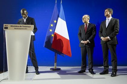 C r monie d 39 accueil dans la citoyennet fran aise de lassana la france au mali - Office des etrangers france ...